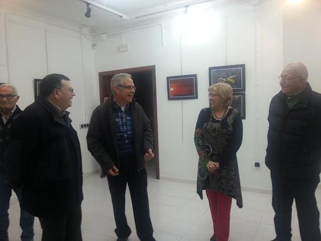 """S'inaugura l'exposició """"De molt a prop"""" al Centre Cívic Ernest Lluch"""